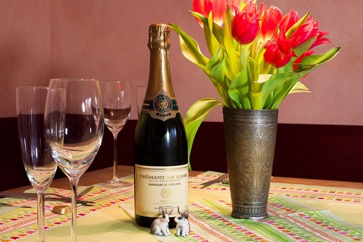../images/Champagne-with-flowers.jpg