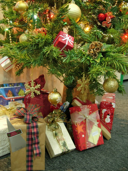 ../images/Christmas-presents-under-tree.jpg