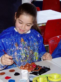 ../images/Girl-painting-craft-250.jpg