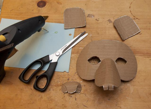 ../images/Making-Mardi-Gras-mask.png