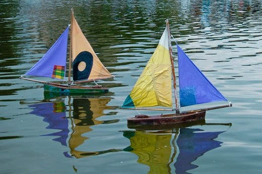 ../images/Model-boats-on-water.jpg